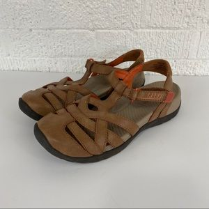 Bare Traps Fayda brown closed toe sandals